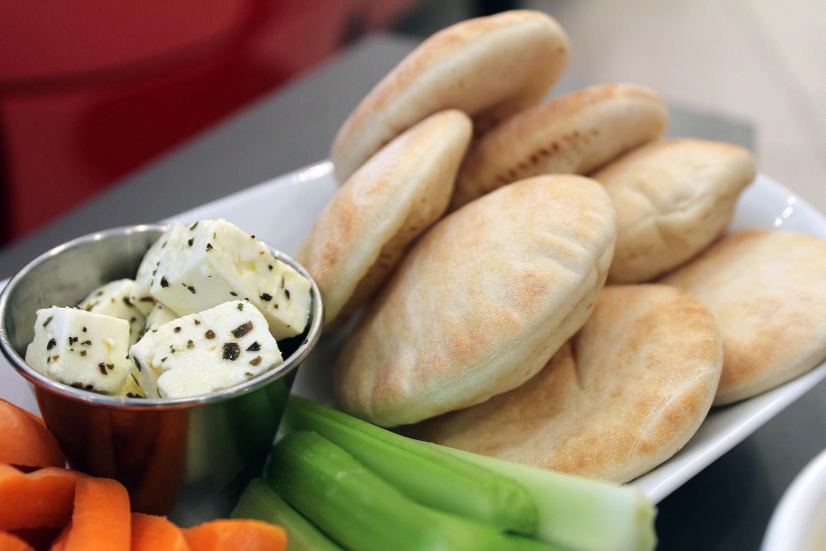 Pita and Hummus \