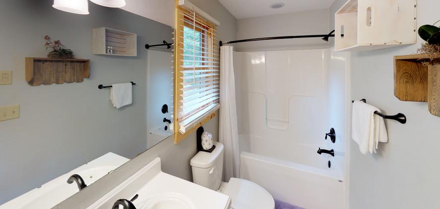 Valley-Cabin-Bathroom