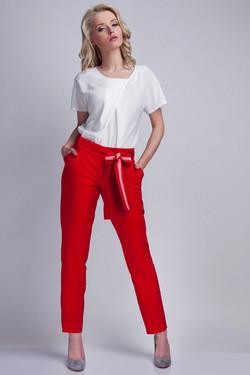 Pantalon rouge avec ceinture