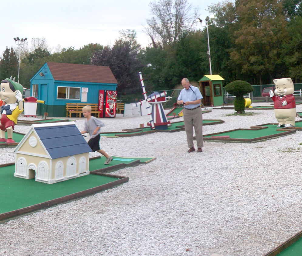 Red-Roosters-Mini-Golf-Course-web.jpg