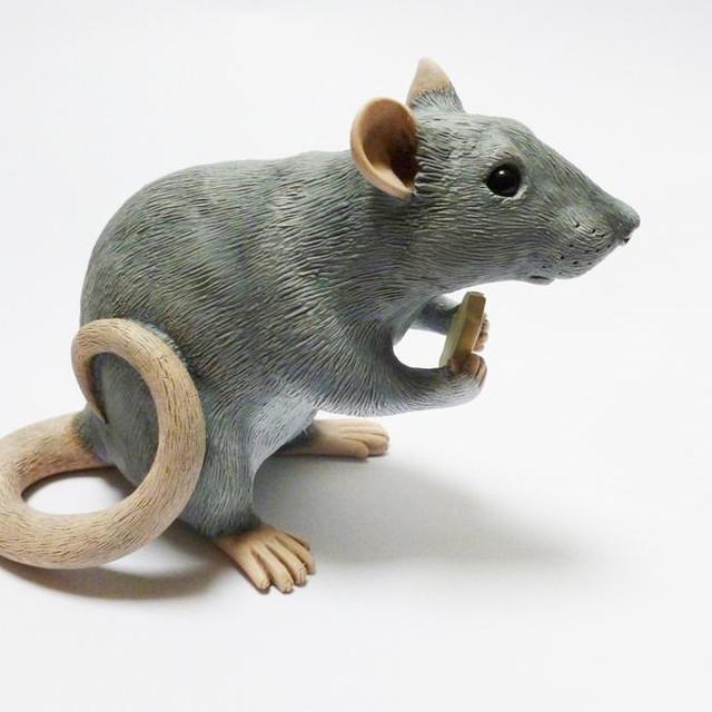 Fancy Rat Sculpture Eating