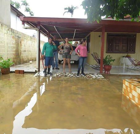 Prefeitura de Brasiléia presta assistência as famílias que tiveram casas inundadas após forte chuva