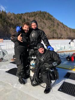 Immersione sotto i ghiacci