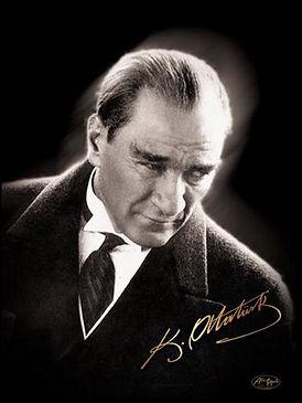 Atatürk_with_his_signature.jpg