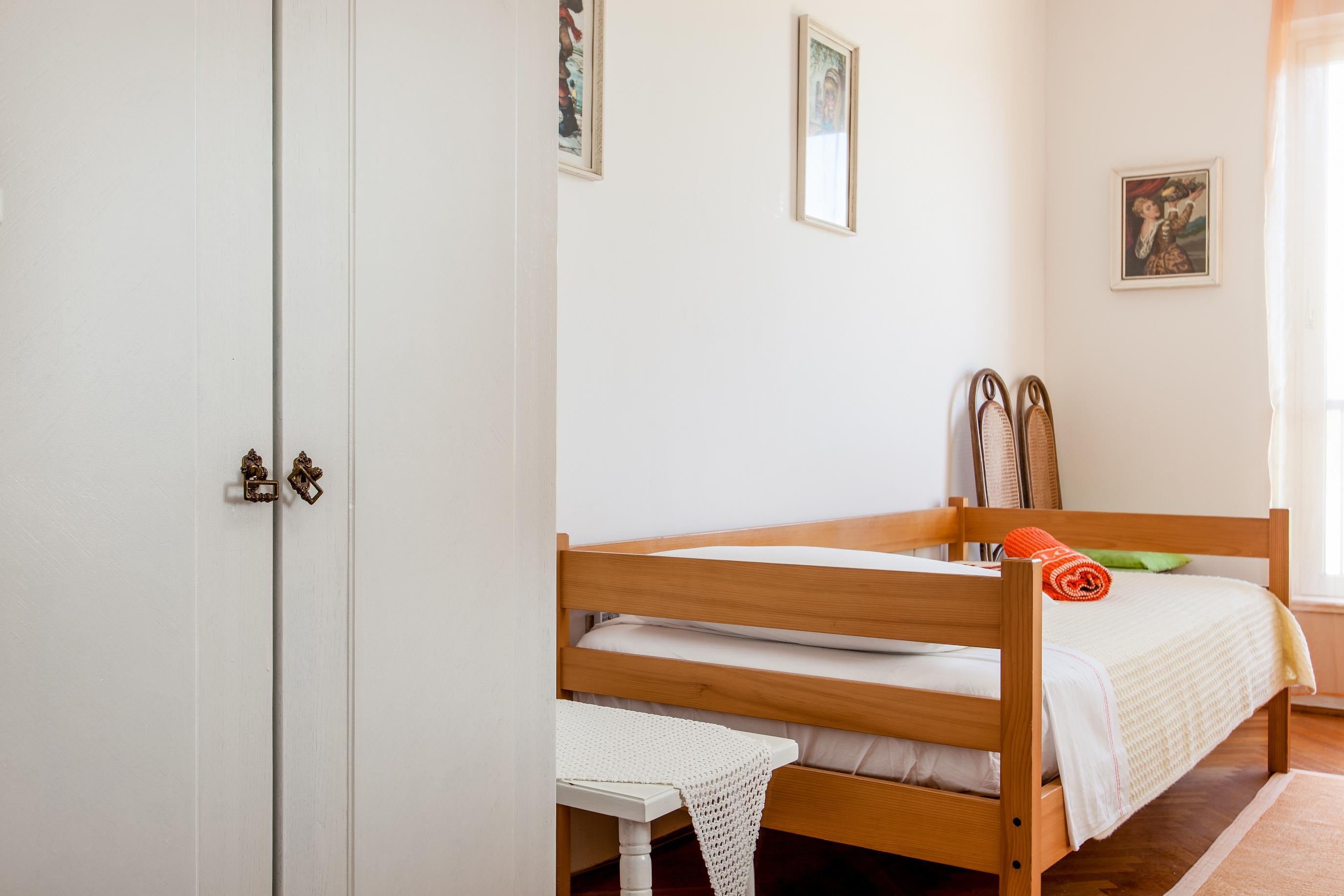Apartment Split - Etien (20).jpg