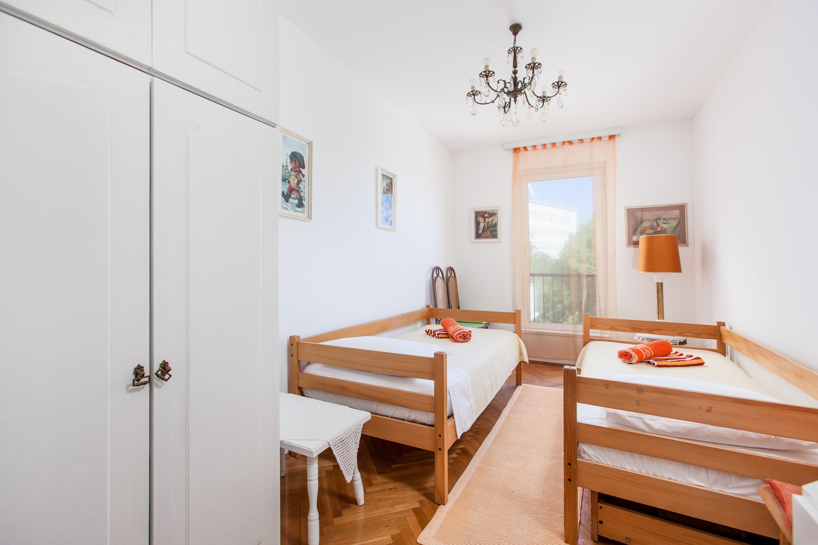 Apartment Split - Etien (18).jpg