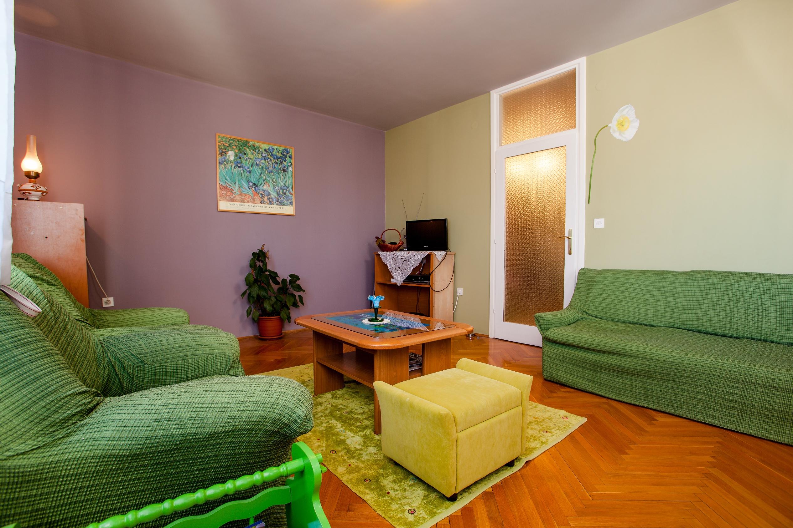 Apartment Split - Etien (8).jpg