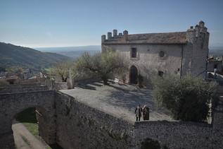Il municipio di Borgotorvo Arcaniversitas e il Patto dei Serpenti Flavio Mancinelli ph