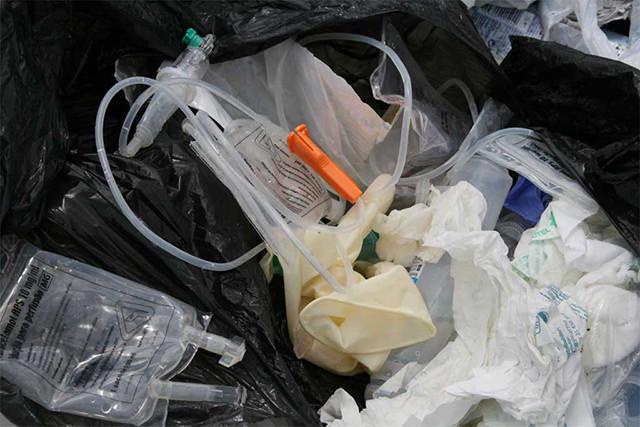 Descarte incorreto de resíduos de saúde