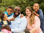 Famille souriante - Culte de Gospel de Paris