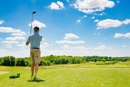 Man golfing in the Catskills