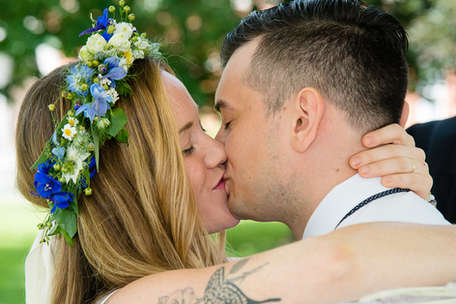 Bride and groom kissing at a mirco wedding in Delhi New York in The Catskills