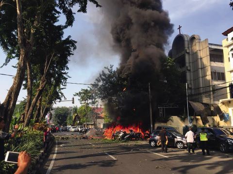 Indonesia: Suicide Bombers Attack Church, Injure 19