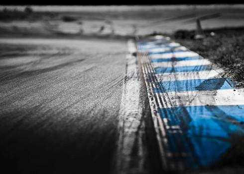 blau-weise Curbs