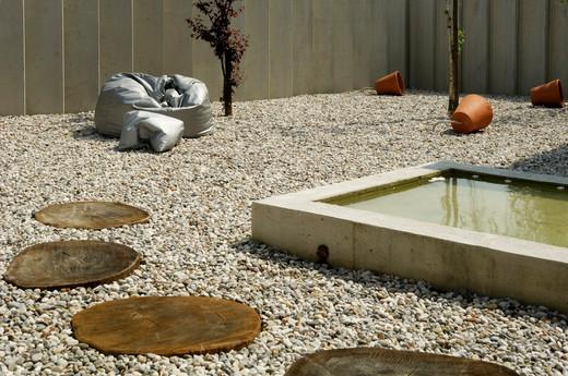 studio db ai atrium water pebble garden (11)