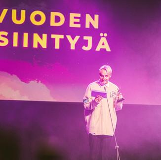 Isac Elliot jakoi Vuoden Esiintyjä -palkinnon