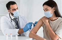 young woman_adult_masks_doctor_vaccine_i