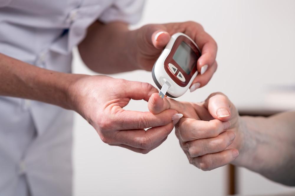 Diabetes testing meter