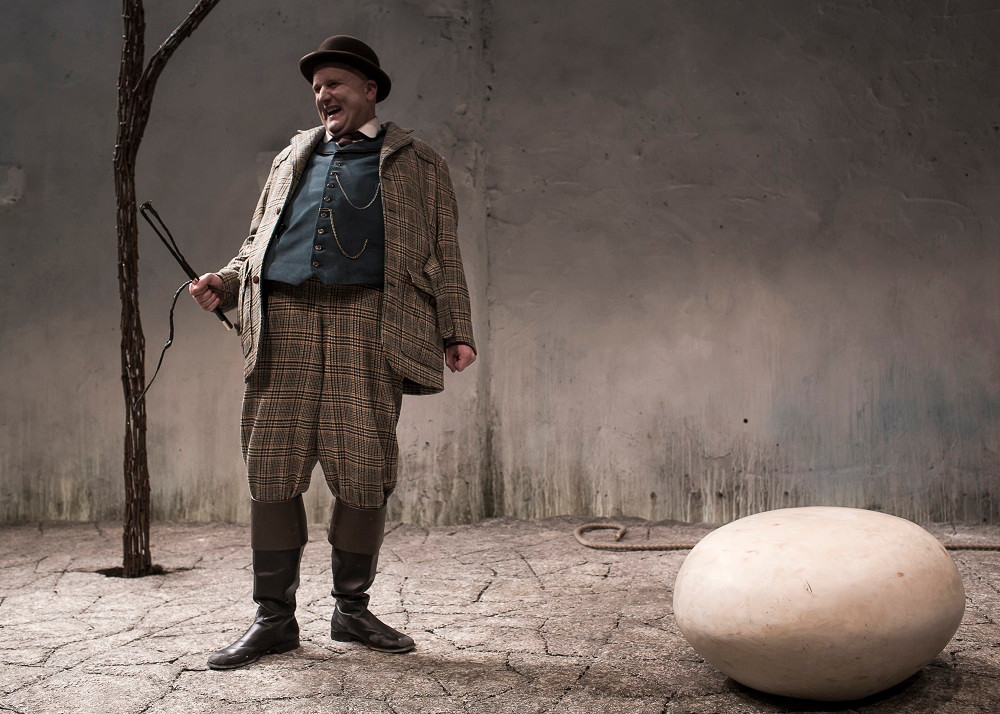 Rory Nolan as Pozzo in Waiting For Godot. Photo Matthew Thompson