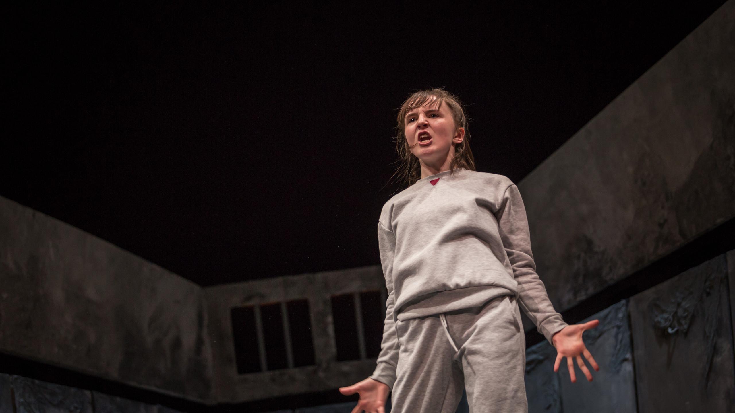 Katie Honan in The Ridleys