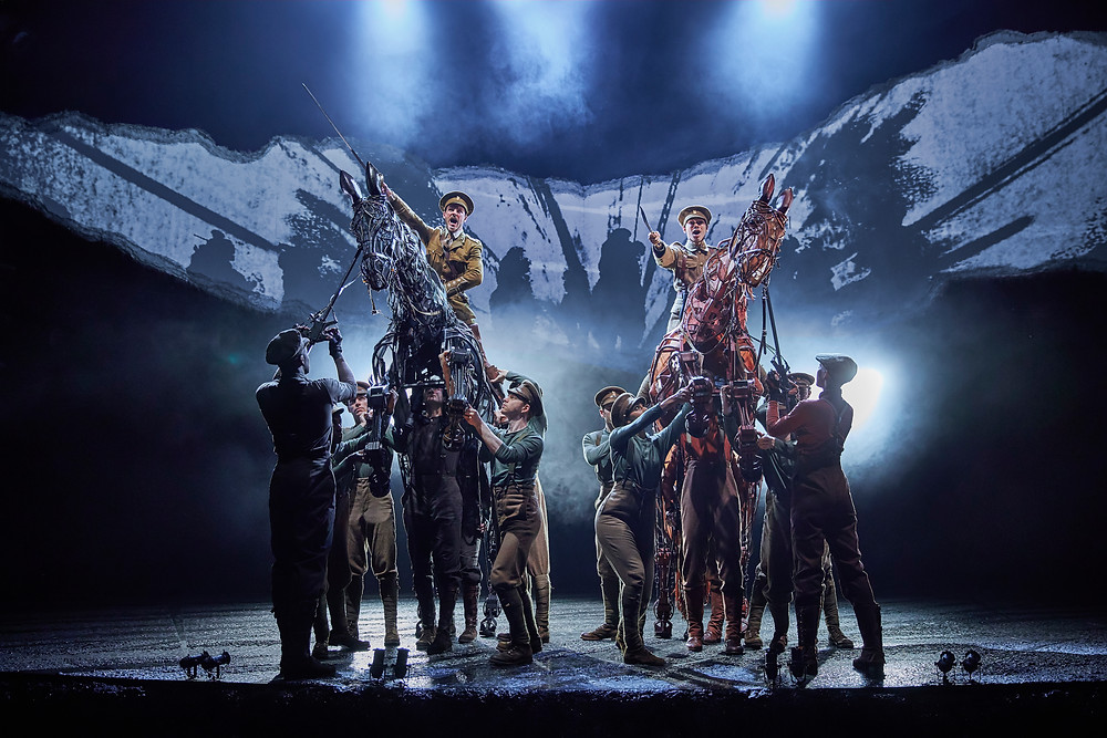 Charlie Tighe, Danny Hendrix, Topthorn Team, Joey Team, Ensemble. War Horse 2019. Brinkhoff & Mogenberg