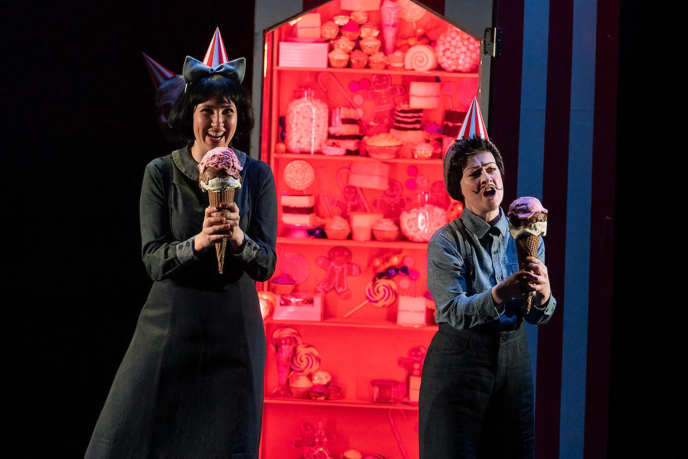 L-R: Amy Ní Fhearraigh (Gretel) and Raphaela Mangan (Hansel). Image by Patrick Rdedmond.