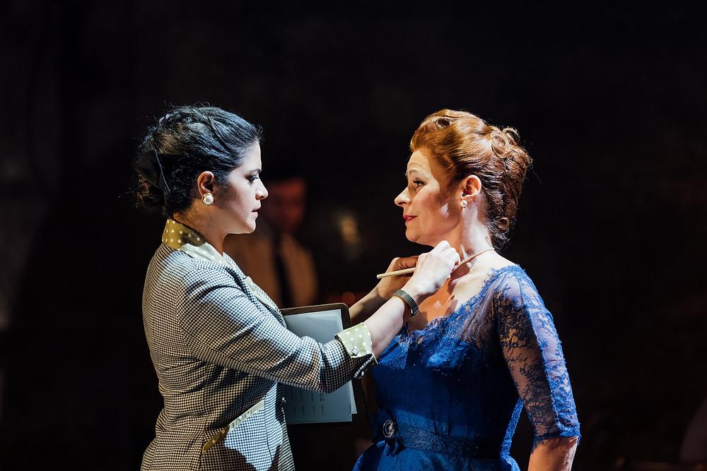 The-Mirror-Crackd-Davina-Moon-and-Suzanna-Hamilton-Photo-Helen-Murray