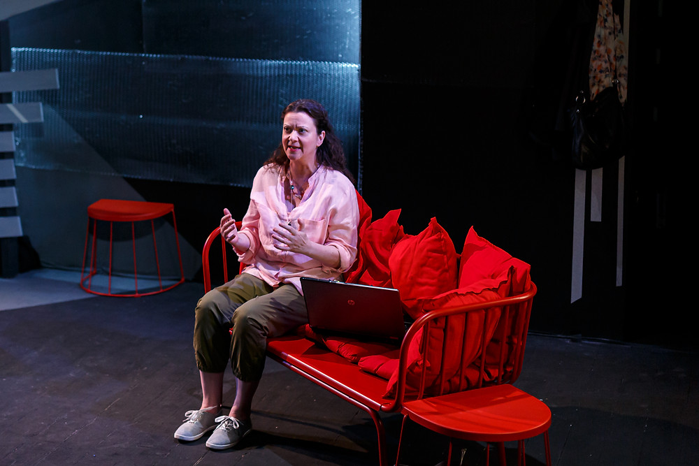 Donna Dent in Quicksand by Elizabeth Moynihan. Image by Dominic Dent