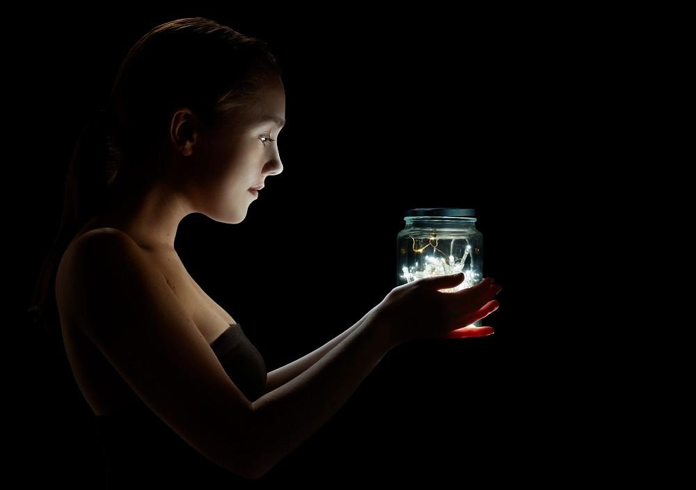 Glowworm by Umbrella Theatre Project