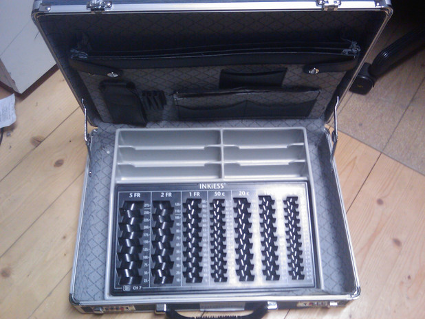 Koffer mit Notenfach und Münzraster