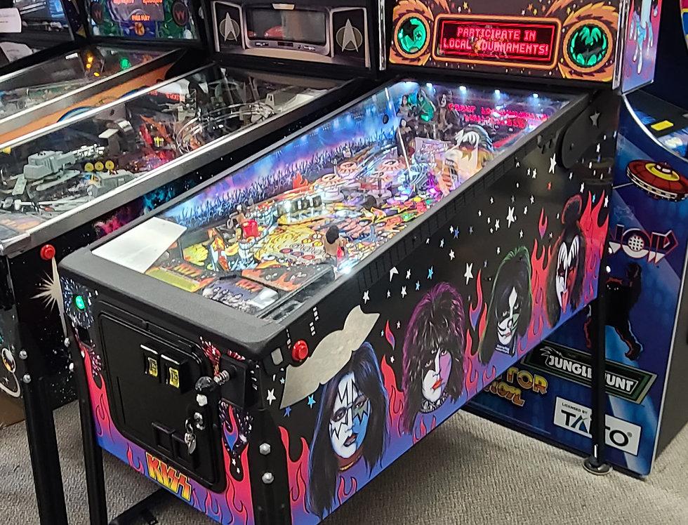 Kiss Pinball machine   pro Autographed
