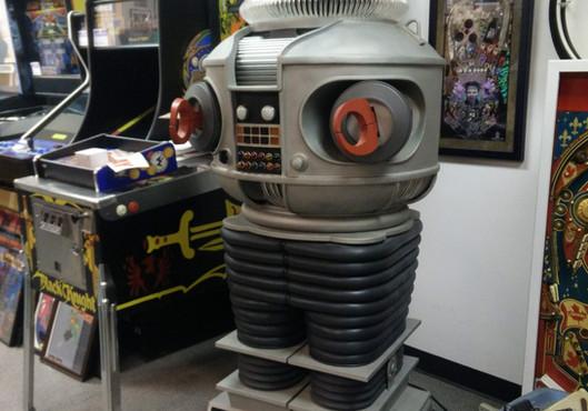 B-9 Robot 04