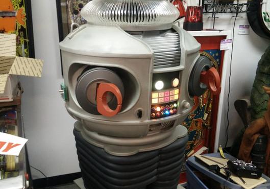 B-9 Robot 01