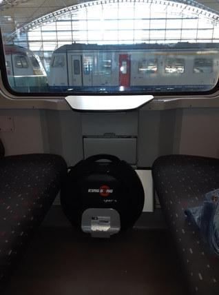 kingsong monowiel in trein