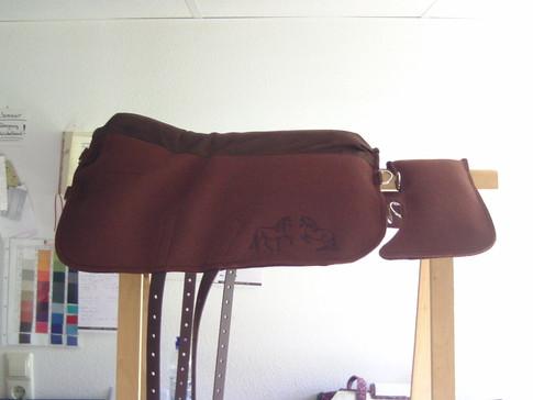 Saffa Minimal Comfort Schokobraun Comfortpolster: dunkelbraun Logo: dunkelbraun Mit Unterlage für Packtasche