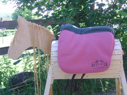 Saffa Skuggi Comfort Altrosa Comfortpolster: moosgrün Logo: moosgrün