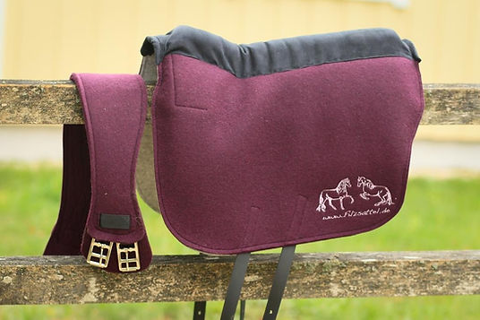 Design your felt saddle choosing from a wide range of colors