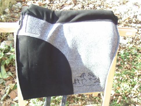 L´amour Klassik Comfort mit Lederbesatz und Comfortpolster Leder; Farbe: grau mel. Leder. schwarz mit Halteriemen: Biothane schwarz