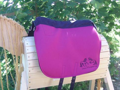 Saffa Skuggi Comfort Pink Comfortpolster: Navy Logo: Navy