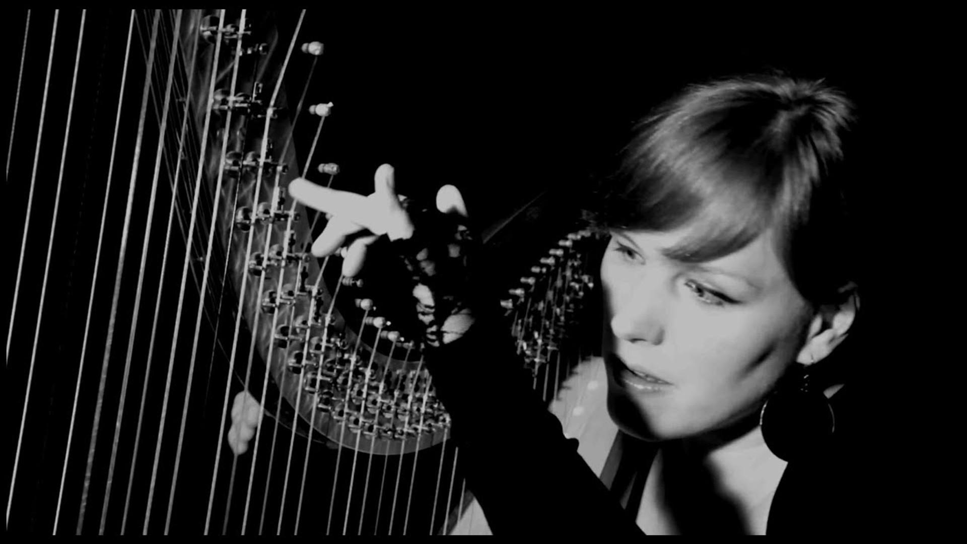 ft. Saskia Laroo © (harp and soul production house)