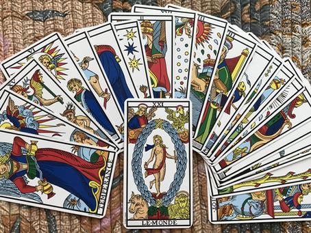 Tarot et intuition: comment ça marche?