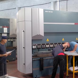 מכונה לכיפוף פחים, מפעל בחולון 2015