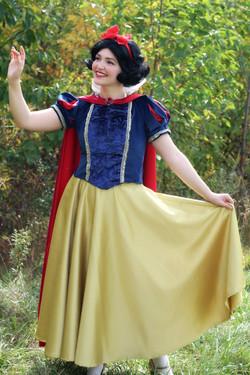 Snow White E 1 Once Upon A Princess Toro