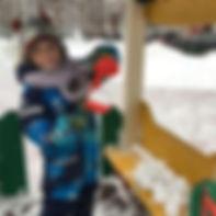 Снежколепом можно налепить кучу снежков и устроить снежный бой