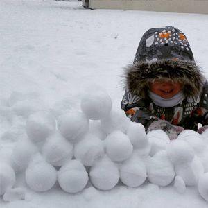 На улице -10, а мы лепим идеальные снежки и строим крепость, из рыхлого снега снежколепом