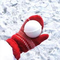 Снега у нас этой зимой много и снежколеп оказался очень удачным подарком.