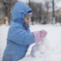 А нас сегодня замело, пора лепить снежки снеколепом
