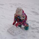 Снежколеп легкий и не тяжелый - можно брать с собой на любые прогулки.