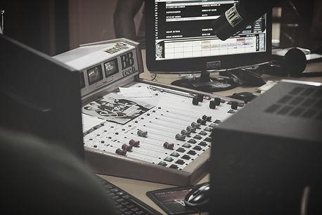 soundboard-1209885_edited.jpg