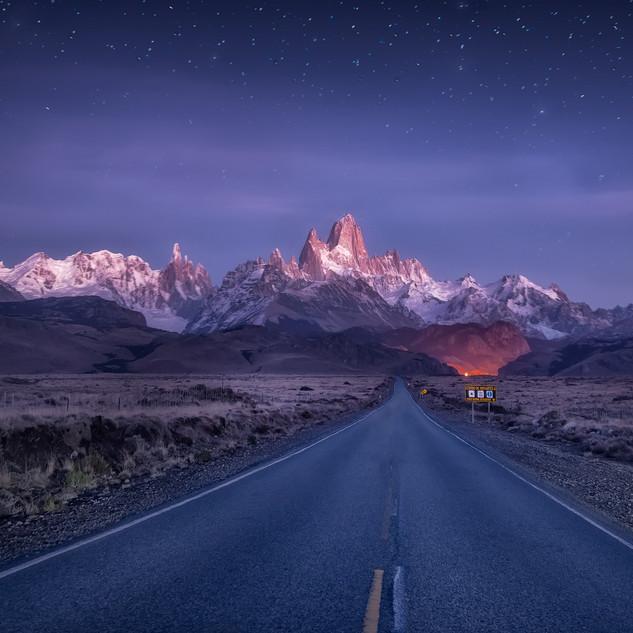 黎明下的菲茨罗伊峰